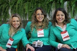Michele, Tabata e Carolina, da Talento Incluir, no estande VAGAS